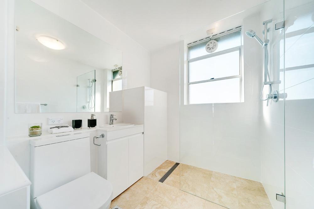 1459894706-32362-Bathroom