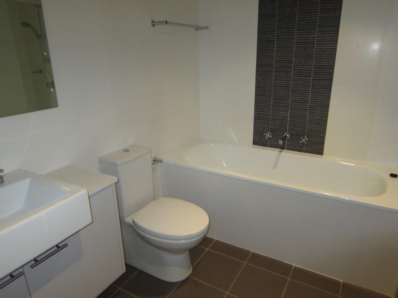 18498-Bathroom