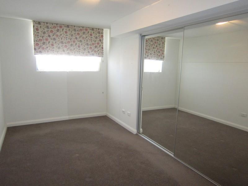 18542-Bedroom