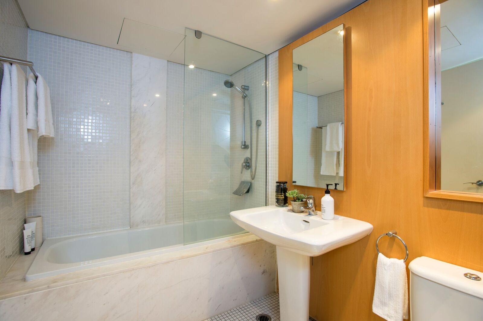 14978-Bathroom