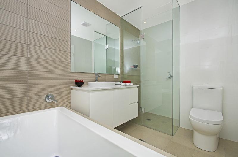 12076-bath2